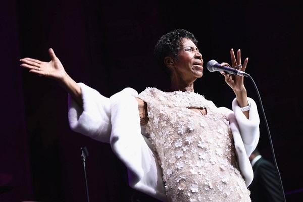 Aretha Franklin, rainha do soul, morre aos 76 anos, diz agência