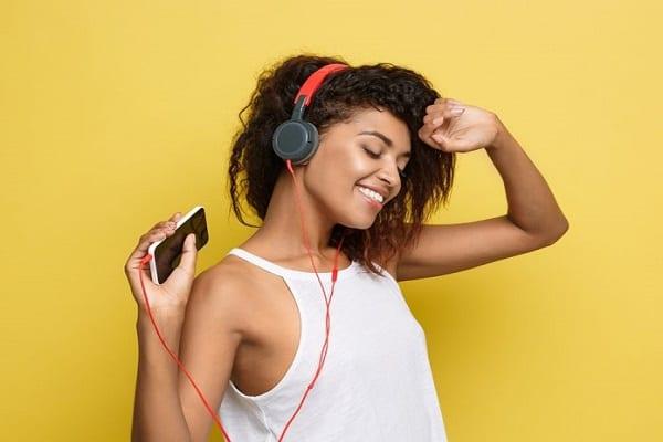 Estes 5 benefícios vão te fazer querer ouvir música o dia todo