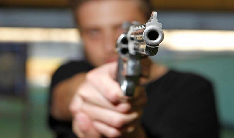 """Presunção de """"efetiva necessidade"""" de posse de arma viola Constituição"""