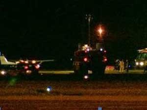Piloto desmaia,  e passageiro pousa avião