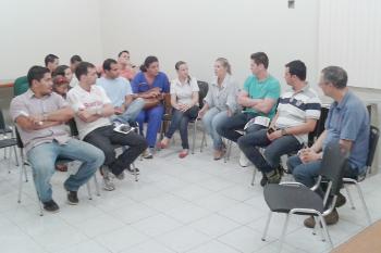 Médicos realizam reunião  e podem deflagrar greve municipal