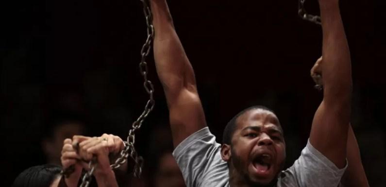 Militantes cobram a aprovação de vagas para negros na Câmara