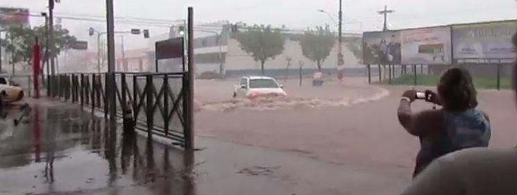 Internauta filma ruas alagadas em Porto Velho durante chuva de domingo