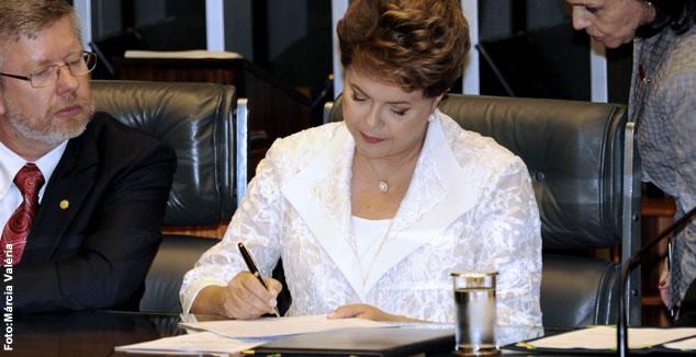 Dilma sanciona com vetos lei que beneficia servidores de ex-territórios