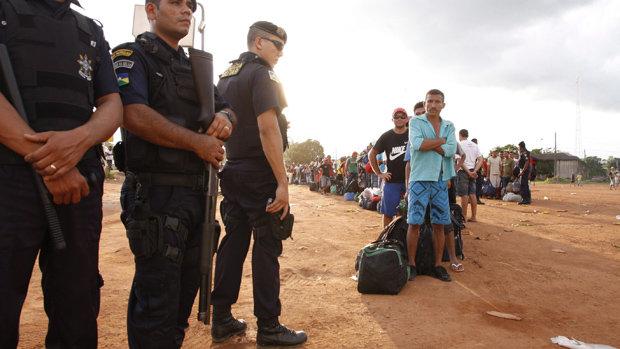 Infiltrados armados amordaçam e ameaçam líderes na UHE Jirau