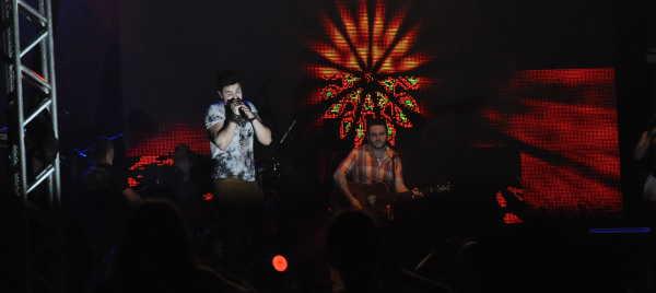 Luan Santana abre Expo Rodeio Show e leva multidão ao parque