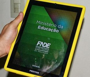 MEC vai distribuir tablets para professores de escolas públicas em 2014