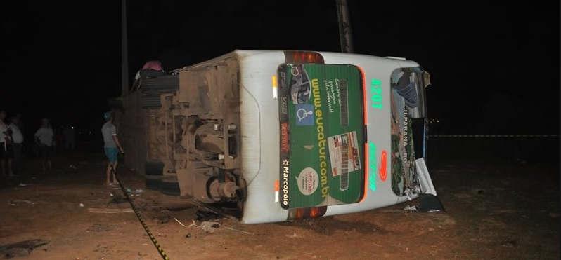 Ônibus da Eucatur tomba no Acre e deixa 23 feridos