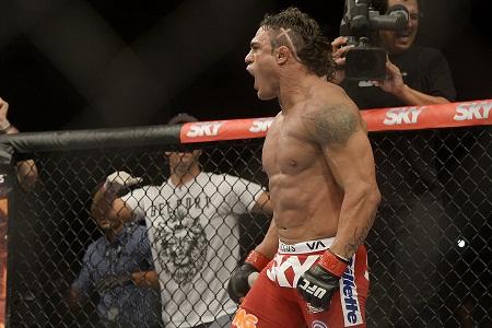 Vitor Belfort faz história e nocauteia Dan Henderson no UFC Fight Night