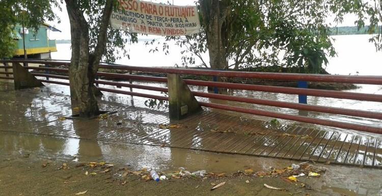 Rio Madeira já chegou ao nível do calçadão