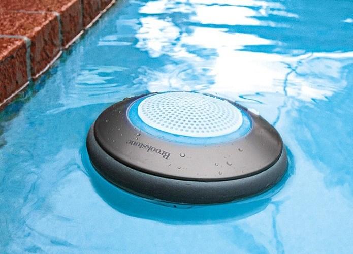 Caixa de som Bluetooth à prova d'água pode ser usada em piscinas