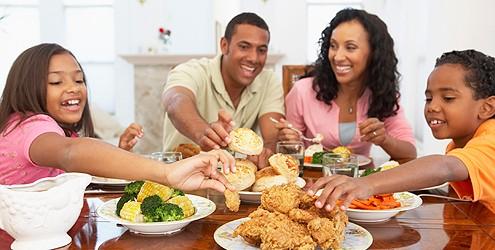 Jantar em família reduz o risco de obesidade em crianças e adultos