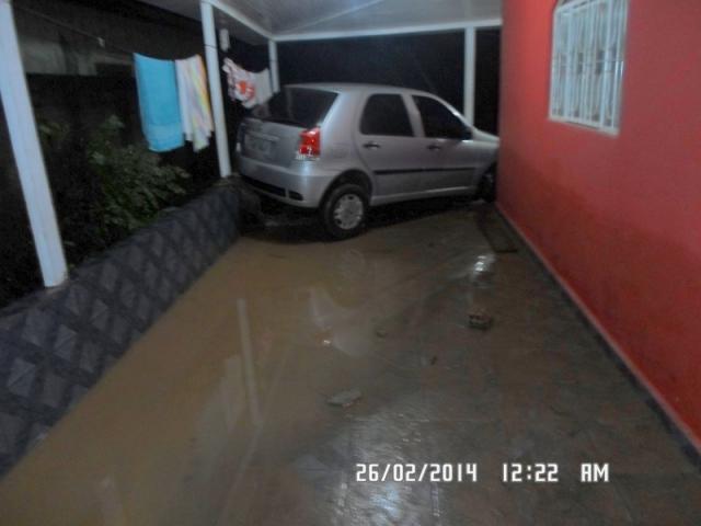 jaru-familia-presa-em-residencia-arromba-janela-de-ferro-para-se-salvar-de-inundacao640x512_05121aicitono_18hmk285i1irgviqlhke7e1ssnp
