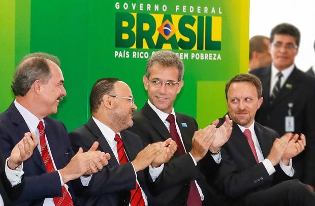 Na primeira fase de reforma, Dilma dá posse a quatro novos ministros