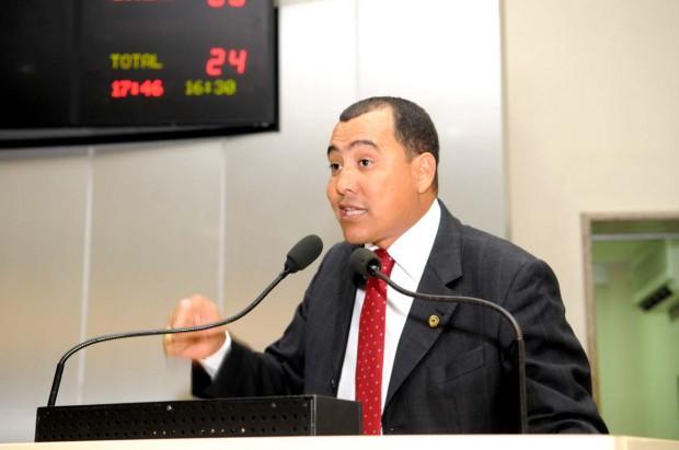 Valter Araújo é condenado por falsidade ideológica