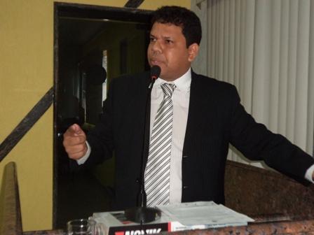 """""""Não se joga 30 anos de de vida pública no lixo"""", diz vereador ao defender Nazif"""