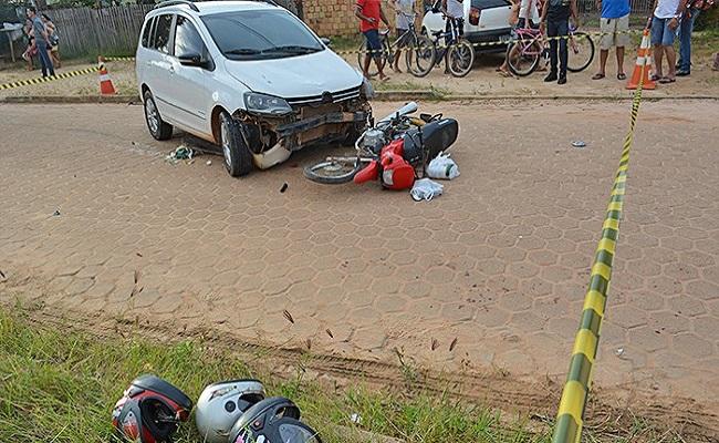 Menor pega o carro escondido dos pais e atropela quatro pessoas
