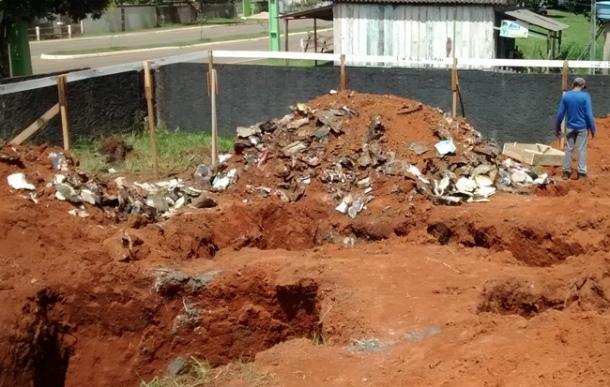 Documentos da prefeitura de Ouro Preto são encontrados enterrados