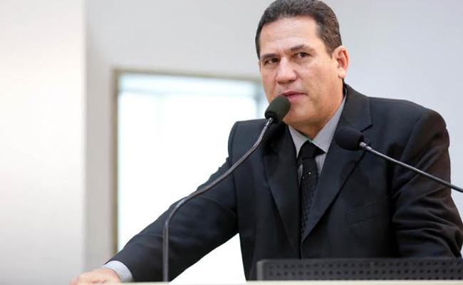 Maurão diz que não abre mão da candidatura ao governo
