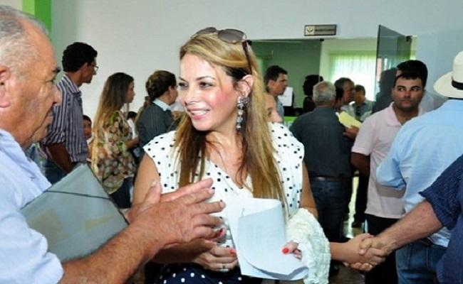 """""""População precisa voltar a acreditar na política"""", diz Scheilla Cassol"""