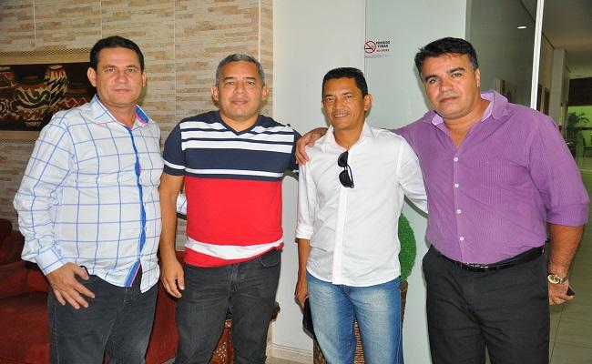 Maurão de Carvalho recebe mais manifestações de apoio e discute projetos com pastores