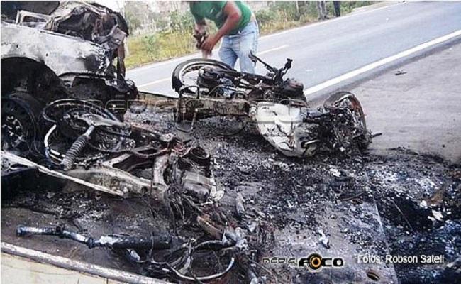 Jovens morrem carbonizados em grave acidente na BR 364