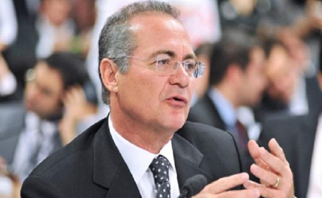 Renan Calheiros dá posse a dois senadores