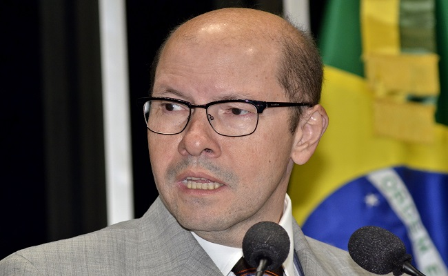 Ex-senador Demóstenes Torres reassume cargo de procurador no MP e tira 2 meses de férias