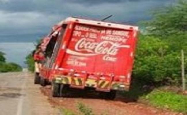 Ladrões sequestram caminhão e levam cofre