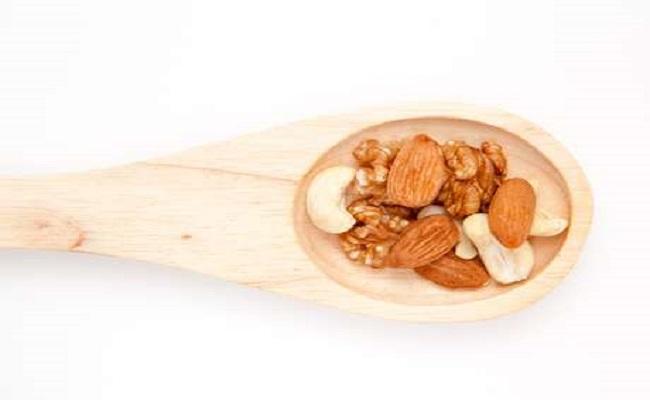 Comer castanha todos os dias reduz doenças cardíacas em 30%