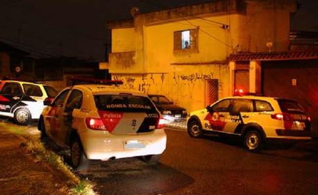 Criança de 6 anos é morta a facadas pela própria mãe