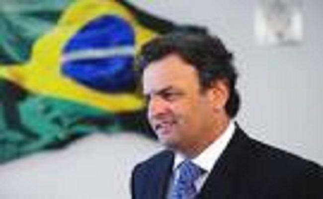 Aécio Neves inaugura ofensiva na internet com Twitter e portal