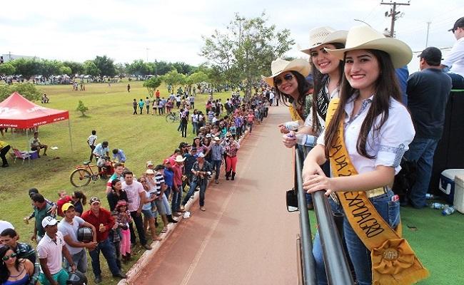 Cavalgada abre oficialmente a Expoagro 2014