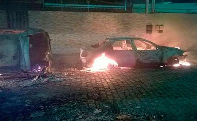 30 motos, 18 carros e delegacia são incendiados após ataques na Bahia