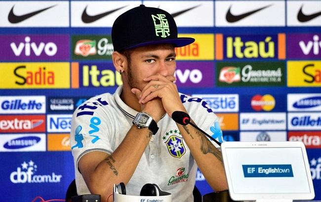 Neymar em 34 minutos: risadinhas, alfinetadas e recado para James