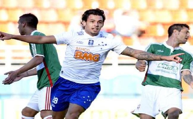 Dunga chama 10 da Copa e dois de Corinthians e Cruzeiro