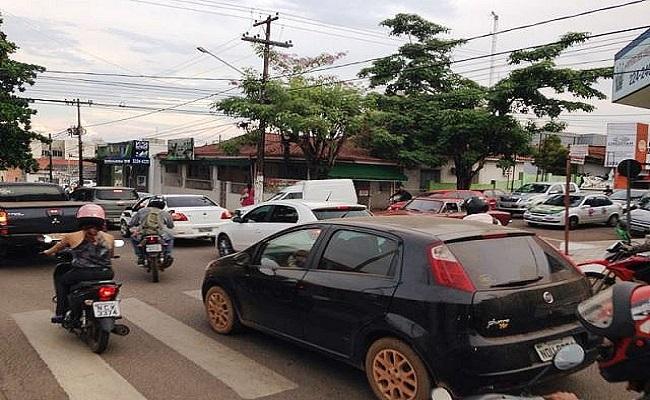 Interdição de trecho provoca congestionamento no centro da Capital