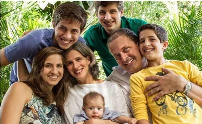 Mãe de Eduardo Campos passa mal e família reza missa em mansão