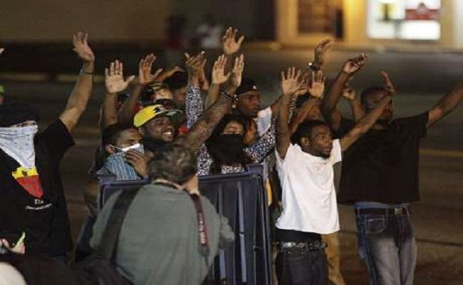 Novos protestos nos EUA deixam 2 feridos e 31 detidos