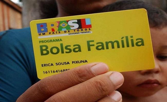 Beneficiária do Bolsa Família recebe mensagem com ameaça velada de que Aécio acabará com programa