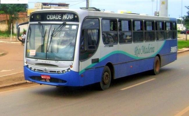 Prefeito veta reajuste em tarifa de ônibus na Capital