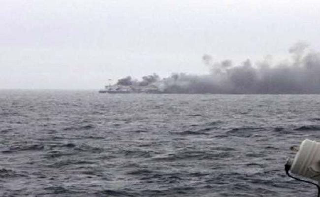 Itália confirma primeiros resgates em balsa incendiada