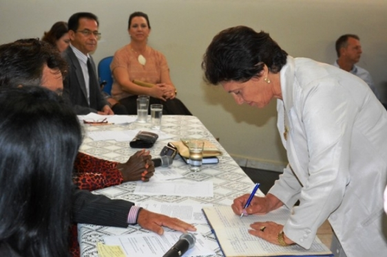 Prefeita de Ouro Preto exonera assessores de Testoni