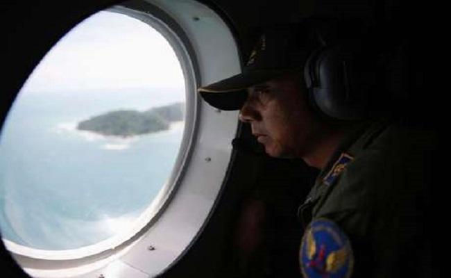 Avião da AirAsia pode ter pousado antes de afundar