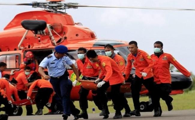 AirAsia: sobe para 16 número de corpos retirados do mar