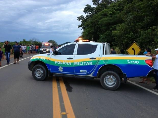 Acidente entre duas motos mata quatro pessoas na BR-421