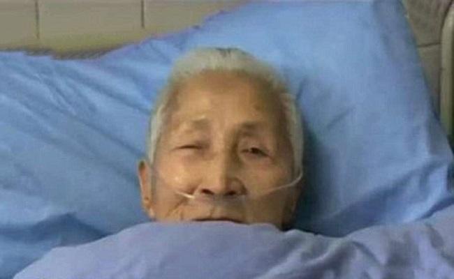 Idosa chinesa acorda de coma falando inglês fluente