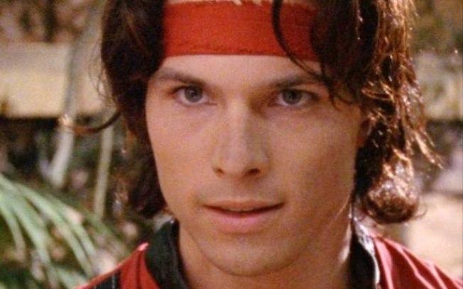 """""""Power Ranger vermelho"""" mata amigo com golpe de espada"""