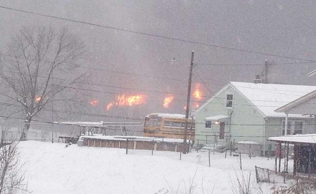 Trem de carga descarrila, pega fogo e região é evacuada