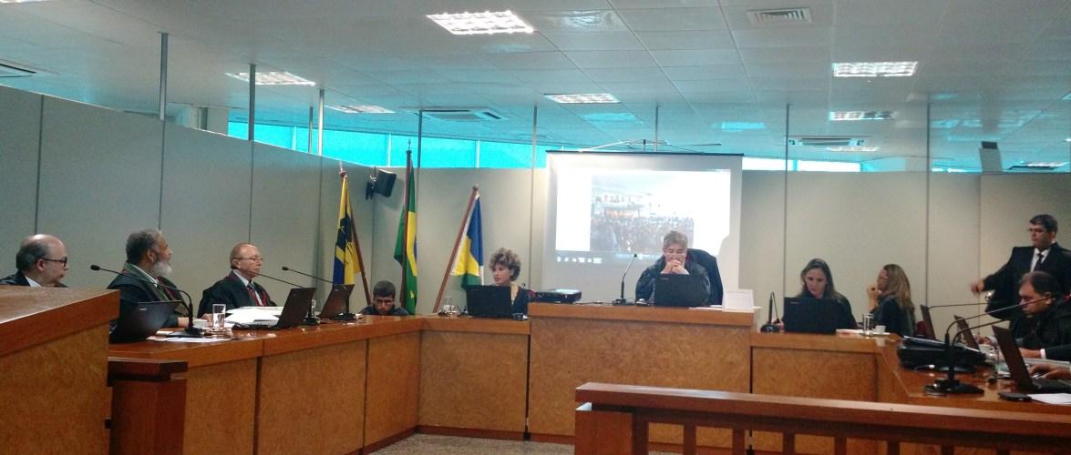 Juiz mostra imagens da convenção do PMDB durante leitura de voto
